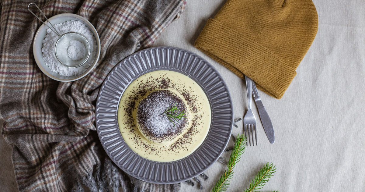 germknodel dampfnudel na tanieri s makom pohľad z hora